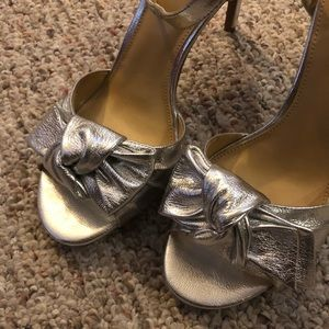 Michael Kors leather bow sandals in silver - sz 9